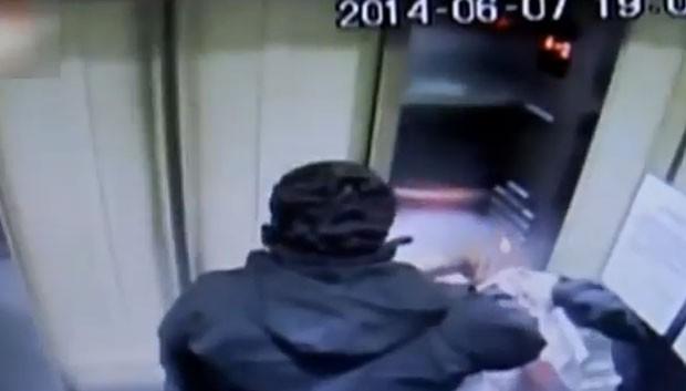 Câmeras de segurança de elevador gravaram momento em que ele perdeu o controle e subiu em alta velocidade até bater no topo de um prédio em Santiago (Foto: Reprodução/YouTube/VideoNews247)