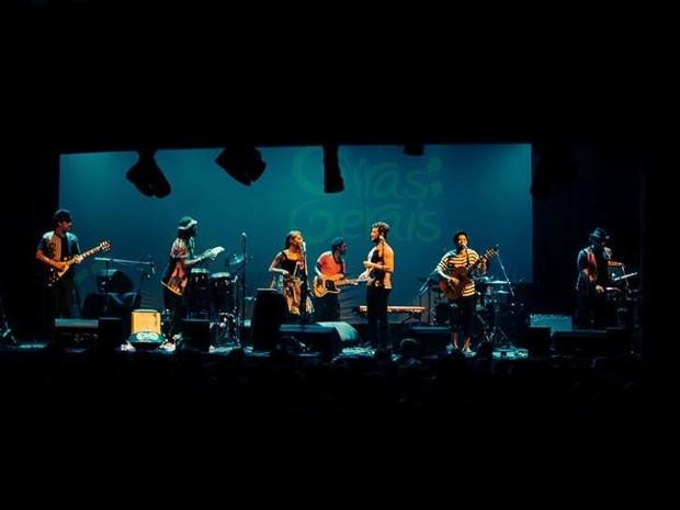 Banda Giras Gerais se apresenta nesta sexta em Arraial (Foto: Felipe Diniz/Divulgação)