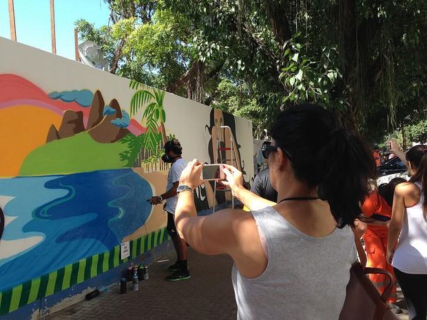 Grafite comemora 120 anos de Ipanema em tapumes da Linha 4 do Metrô (Foto: Divulgação/Linha 4 do Metrô)