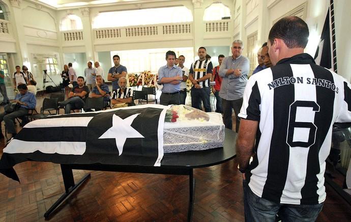 velório Nilton Santos sede Botafogo (Foto: Marcos Arcoverde / Agência Estado)
