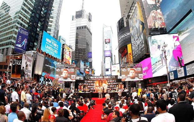 Floyd Mayweather pesagem luta boxe Nova York (Foto: Getty Images)