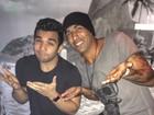 Jonathan Costa posta foto ao lado de Emerson Sheik: 'Falador passa mal'