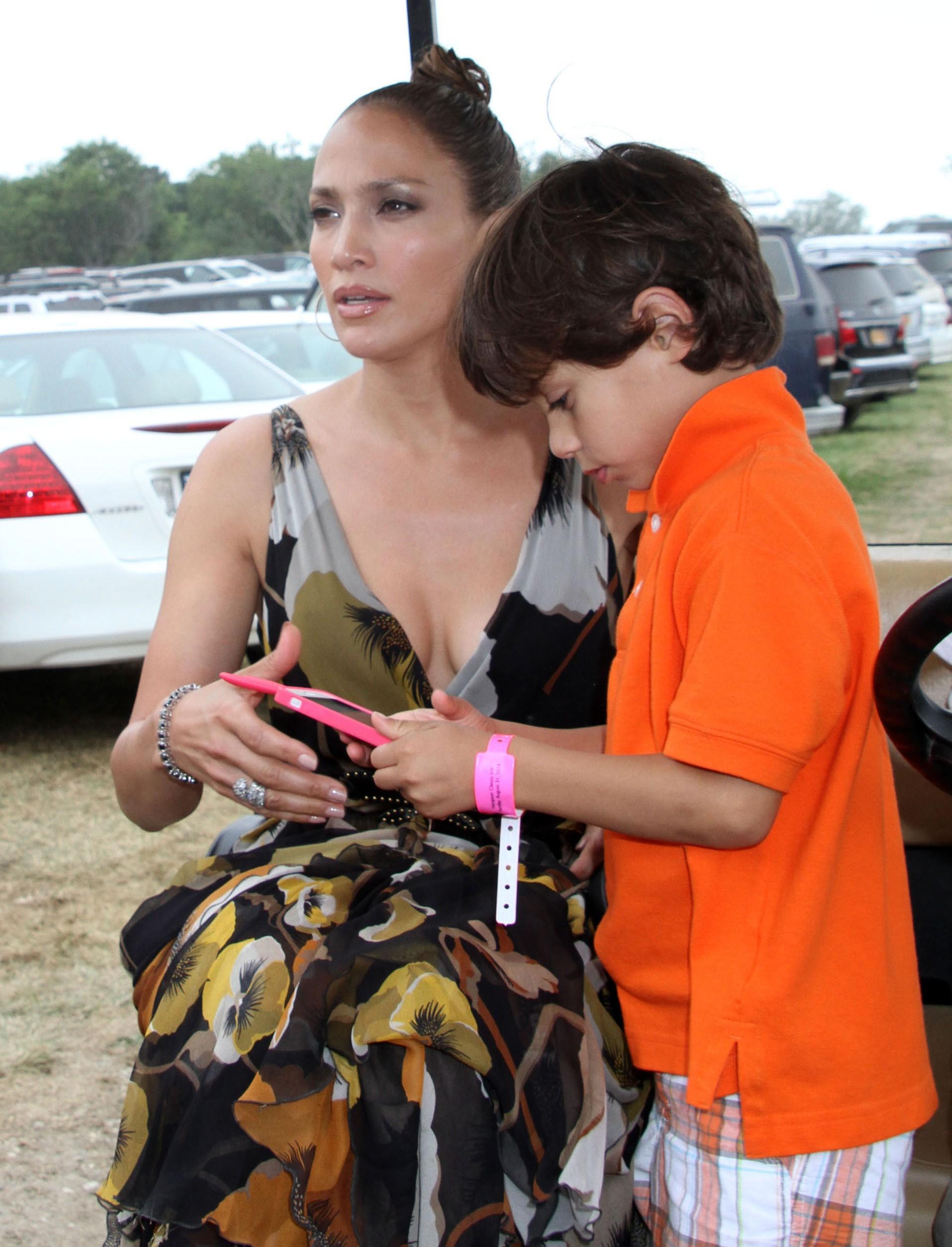 Jennifer Lopez e Max (Foto: The Grosby Group)