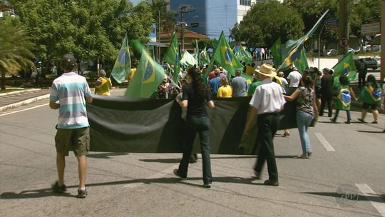 Manifestações ocorrem em duas das maiores cidades do Sul de Minas