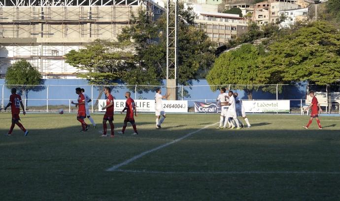 Zagueiro Diogo, do Espírito Santo, comemora gol contra o Vilavelhense (Foto: Richard Pinheiro/GloboEsporte.com)