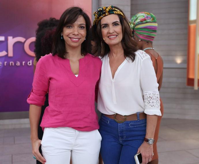 A nutricionista Desire Coelho com a apresentadora nos bastidores  (Foto: Fabiano Battaglin/Gshow)