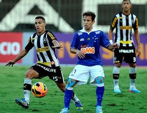 gabriel botafogo e Everton ribeiro cruzeiro brasileirão 2013 (Foto: Fábio Castro / Agência Estado)