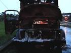 Caminhão pega fogo após bater em moto em rodovia de Araçatuba