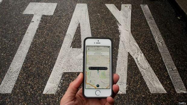 Serviço de caronas pagas do Uber é alvo de projetos de leis em diversas cidades do país. (Foto: BBC)