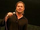 Brad Pitt faz aparição surpresa em exibição de seu novo filme no Texas