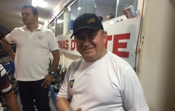 """Amado Batista prestigia decisão do Goianão e aprova: """"Bom espetáculo"""""""