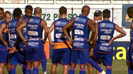 Jogadores do Comercial com Benazzi (Foto: Divulgação/EPTV)