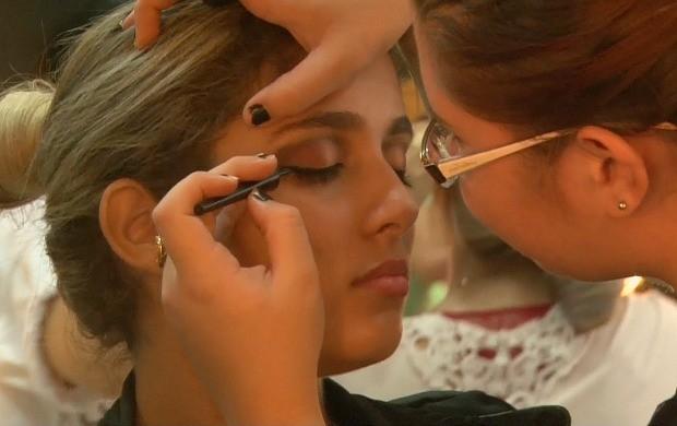 Profissionais da beleza fazem curso de maquiagem, em Ji-Paraná (Foto: Bom Dia Amazônia)