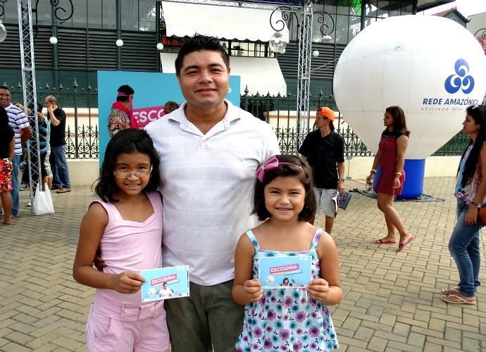 Zeimisson Rodrigues trouxe a família para participar da ação (Foto: Onofre Martins/Rede Amazônica)