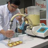 Máquina para confeitar doces (Foto: Gabriela Gasparin/G1)