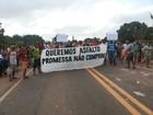 Manifestantes interditam a BR-010, no município de Ipixuna do Pará