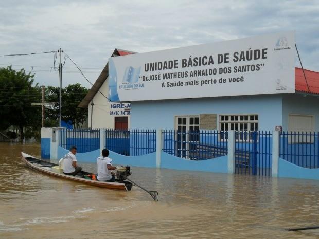 Posto de Saúde em Cruzeiro do Sul (Foto: Genival Moura/G1)