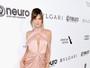 Alessandra Ambrósio e Adriana Lima arrasam com look sensuais no Oscar