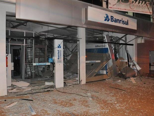 Agência do Banrisul foi alvo de grupo criminoso em Minas do Leão (Foto: Jornal Meta Notícias)