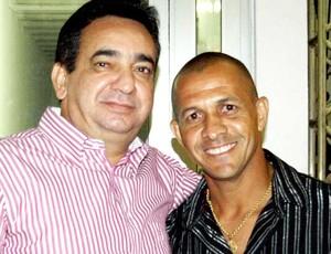 Jadílson ao lado do presidente do CRB, Marcos Barbosa (Foto: Divulgação)