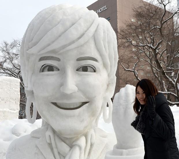 Escultura traz o rosto da embaixadora do Comitê Olímpico do Japão, Christel Takigawa (Foto: Toshifumi Kitamura/AFP)