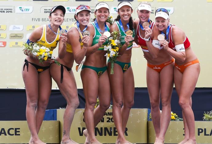 Atletas no pódio após competição no Rio de Janeiro (Foto: Divulgação/FIVB)