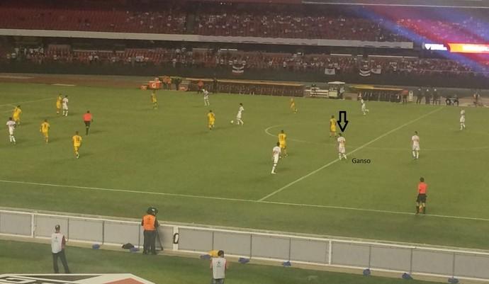 Recuado, Ganso foi importante para organizar as jogadas de ataque do São Paulo (Foto: GloboEsporte.com)