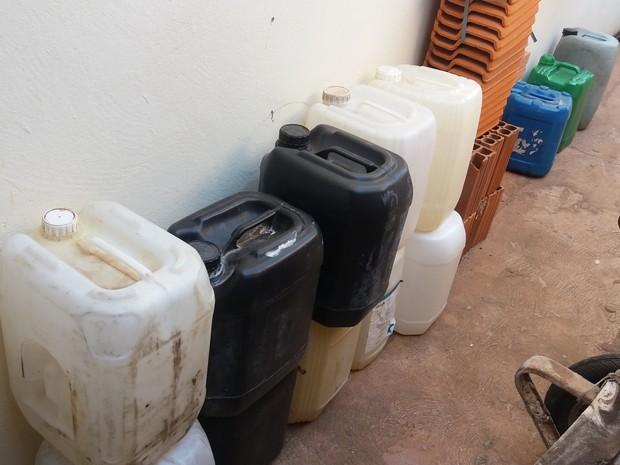 Gasolina foi apreendida em operação da Polícia Civil (Foto: Polícia Civil/Divulgação)
