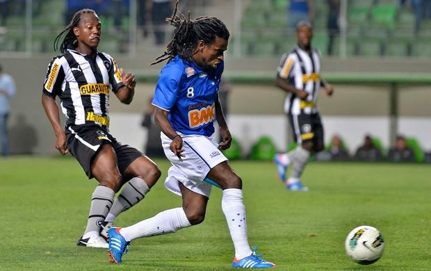 Tinga, Andrezinho, Cruzeiro x Botafogo (Foto: Pedro Vilela / Futura Press)