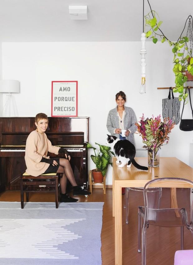 """Desapego. Da esquerda para a direita, Diana e Nathália. """"Não existe mais essa coisa da 'casa da vida toda'. Tudo depende do contexto atual"""", diz Diana (Foto: Lufe Gomes / Editora Globo)"""