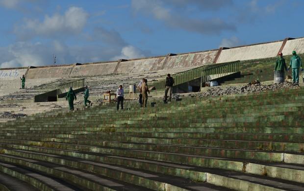 vistoria no estádio almeidão (Foto: Lucas Barros / Globoesporte.com/pb)