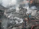 Rachadura em prédio impede buscas depois de incêndio em Bangladesh