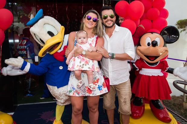 Mirella Santos com a filha e Ceará  no aniversario do sobrinho de Sabrina Sato (Foto: Manuela Scarpa e Marcos Ribas/ Photo Rio News)