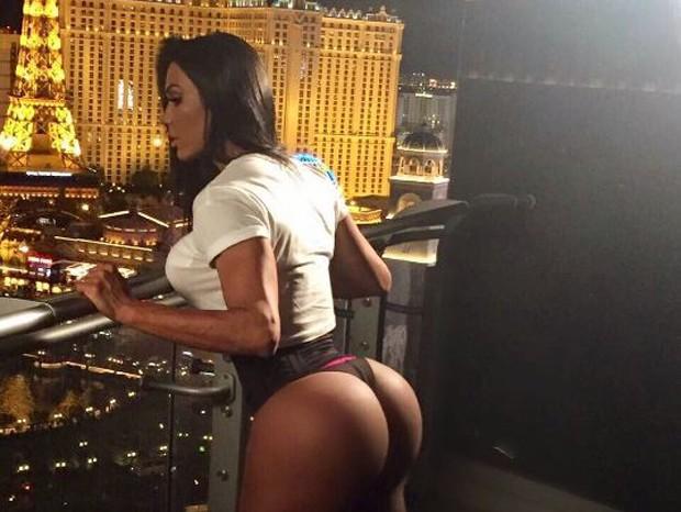 Gracyanne Barbosa na sacada do hotel em Las Vegas (Foto: Reprodução/Instagram)
