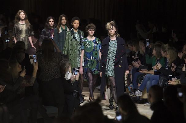 Desfile da Burberry na semana de moda de Londres na temporada Outono/Inverno 2016/17 (Foto: Imaxtree)