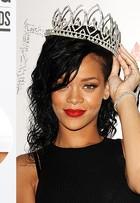 Rihanna e mais famosas apostam em pulseira com estilo étnico