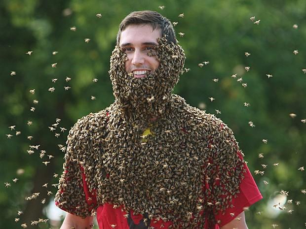 Patrick Boelsterli exibe sua 'barba de abelhas' durante o concurso anual (Foto: The Canadian Press/Dave Chidley/AP)