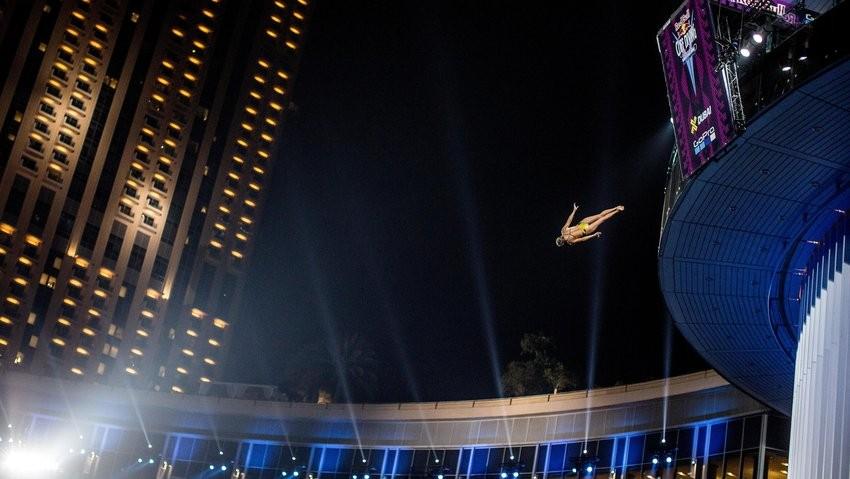 No tradicional Pier 7 de Dubai, o deslumbrante salto que deu o ttulo mundial a Rhiannan Iffland (Foto: Dean Treml/Red Bull Content Pool)