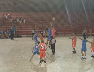 Copa Dr. José Uyeno de Basquete disputada no ginásio Álvaro Dantas, em Rio Branco (Foto: Reprodução/TV Acre)