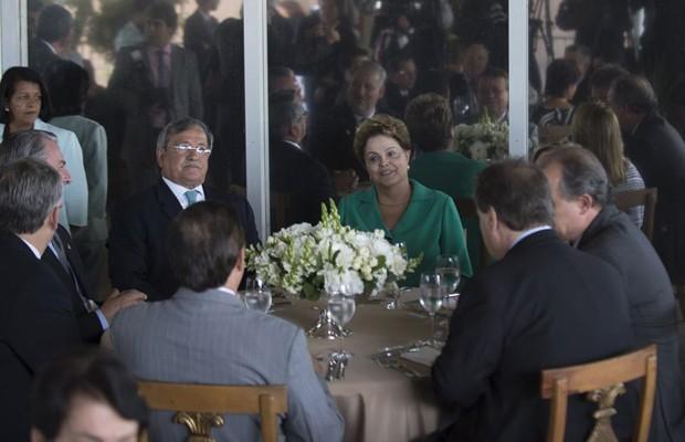 A presidente Dilma Rousseff durante almoço com dirigentes do PTB em Brasília (Foto: Marcelo Camargo / Agência Brasil)