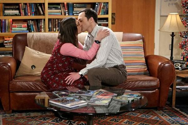 Mayim Bialik e Jim Parsons como Amy e Sheldon em cena de The Big Bang Theory (Foto: Reprodução)