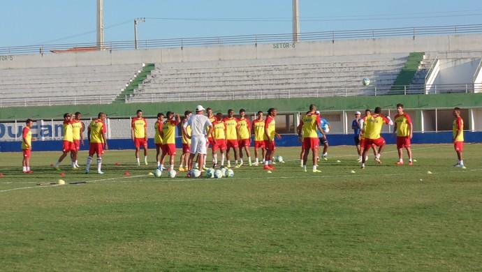 América-RN - treino - jogadores - Nazarenão (Foto: Carlos Arthur da Cruz/GloboEsporte.com)
