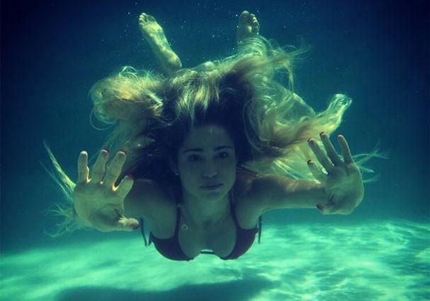 Nanda Costa em mergulho (Foto: Reprodução/Instagram)