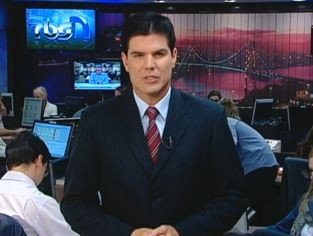 Fabian Londero apresenta o telejornal (Foto: Reprodução/RBS TV)