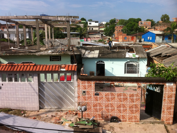 Temporal destelhou casas (Foto: Reprodução/TV Amazonas)