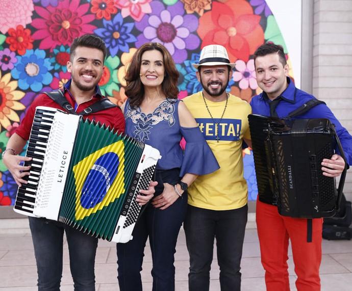 Nos bastidores: Luan, Fátima, Bráulio e Mahatma (Foto: Fábio Rocha/Gshow)