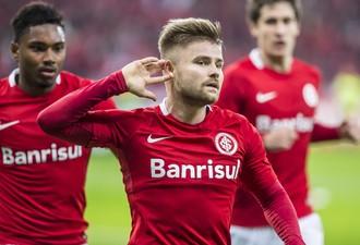 sasha gol internacional x Atlético-MG (Foto: Jeferson Guareze / Agência Estado)