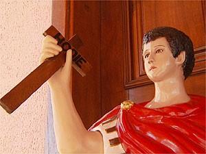 Imagem de Santo Expedito em igreja de Campinas (Foto: Reprodução EPTV)