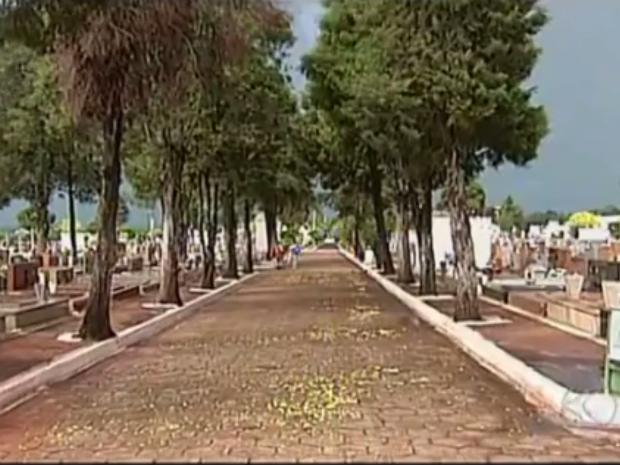 Cemitério Uberaba (Foto: Reprodução/TV Integração)