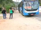 Passageiros sofrem com a falta da estação incendiada do BRT, no Rio